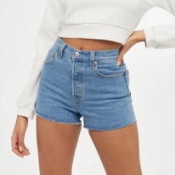 Levis Premium Ribcage Shorts  New Size 29